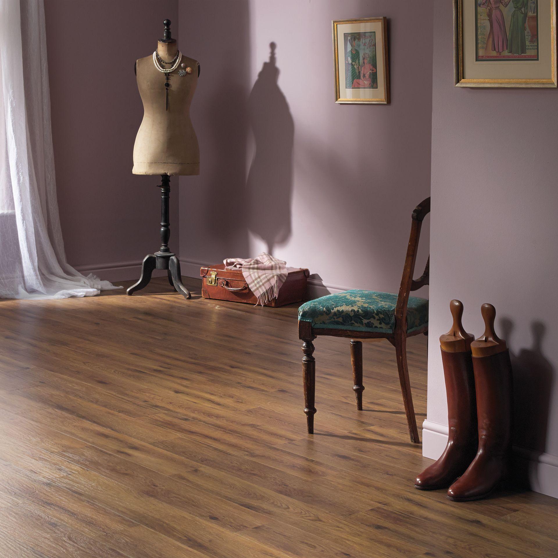 hc02_morning-oak_rs_res_dressing-room_image