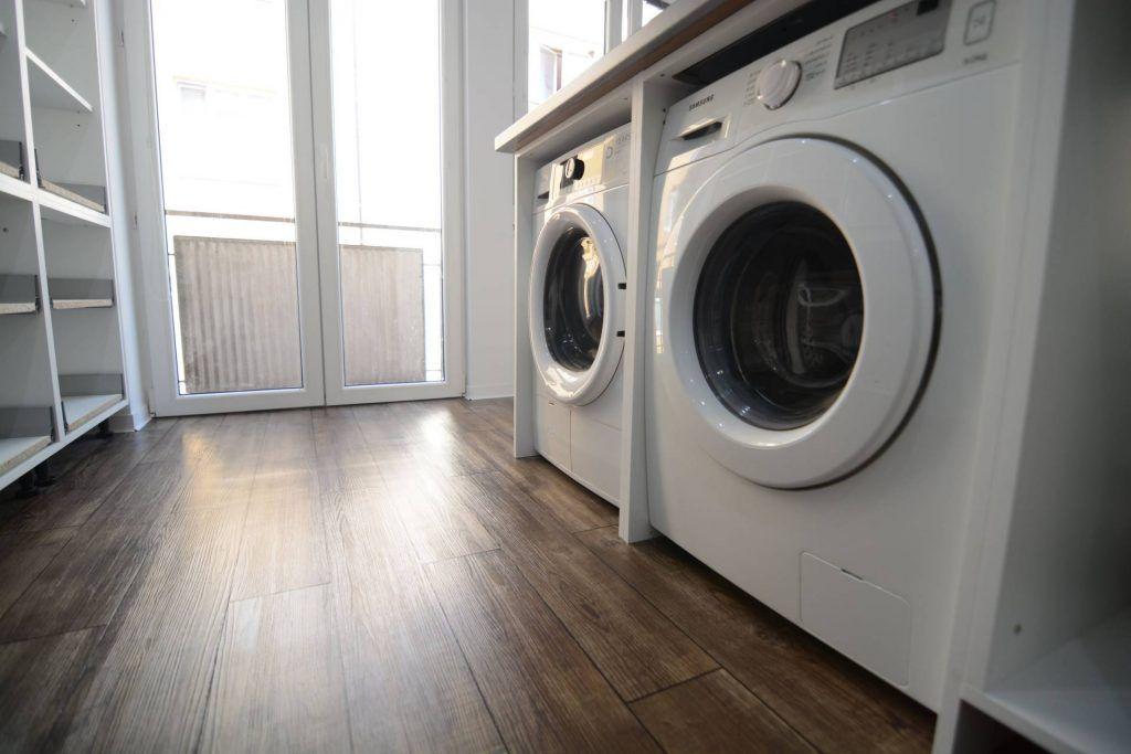 Vinylová podlaha je vhodná aj pod práčku či sušičku. Odolá vode. - dizajnovepodlahy.sk
